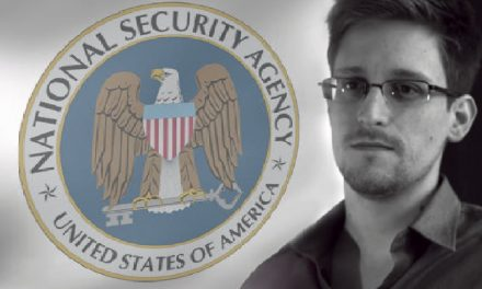 "Chomsky: ""Snowden is a hero"""