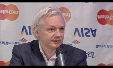 WikiLeaks shuts down, Assange vows to fight