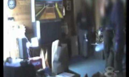 US cops play video games DURING drug raid